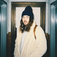 Australian songwriter HAZLETT releases 'Suncats', a post break-up summer bop